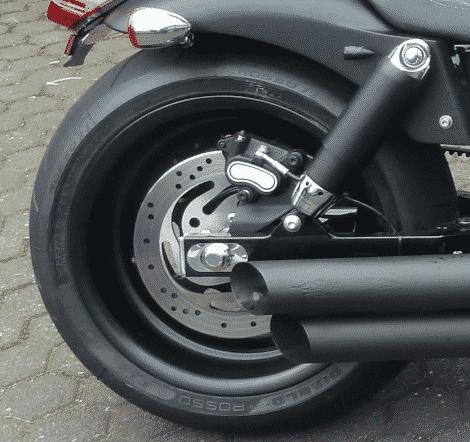 Harley Davidson Dyna Fat Bob in 8,25X17 Felgenverbreiterung by Georg Deget