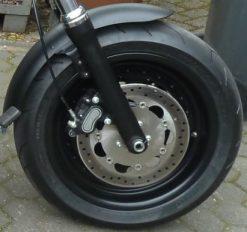 Harley davidson Dyna Fat Bob in 4,00X17 Felgenverbreiterung by Georg Deget