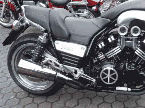 Yamaha VMax Bremsankerstrebe by Georg Deget eingebaut